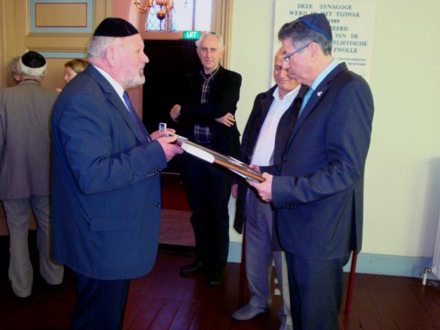 Bezoek Ambassadeur Chaim Divon aan synagoge van Zwolle